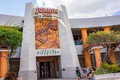 Centro da descoberta de Jurassic Park em estúdios universais imagens de stock