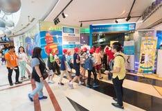 Centro da descoberta de Petrosains na alameda de Suria KLCC, Kuala Lumpur, miliampère foto de stock