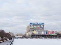 Centro da tevê e a lagoa do palácio Fotografia de Stock Royalty Free