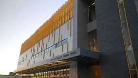 Centro de aprendizado bonde da indústria na cidade de Long Island, NY fotografia de stock