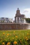 Centro de Barcelona de las fuentes de Plaça de Catalunya imagen de archivo libre de regalías