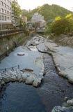 Centro de cidade de fluxo da passagem do córrego da mola quente de Arima Onsen em Kita-ku, Kobe, Japão fotografia de stock royalty free