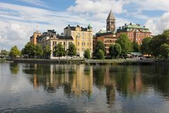 Centro de cidade e rio de Motala. Norrkoping. Suécia Imagem de Stock