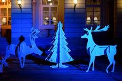 Centro de ciudad adornado que sorprende hermoso para la Navidad con el simpl Imágenes de archivo libres de regalías