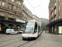 Centro de ciudad central de Estrasburgo con nuevo diseño del tranvía Fotografía de archivo libre de regalías