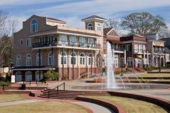 Centro de ciudad con la fuente fotografía de archivo libre de regalías