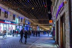 Centro de ciudad de Brasov durante la estación de Chistmas Foto de archivo libre de regalías