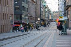Centro de ciudad de Helsinki adornado para la Navidad Foto de archivo