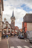 Centro de ciudad de Obernai, Alsacia, Francia fotos de archivo