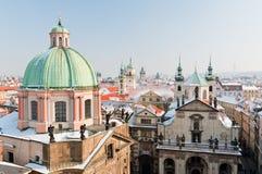 Centro de ciudad de Praga en invierno Imagen de archivo libre de regalías