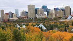 Centro de ciudad de Edmonton, Canadá en el otoño, un timelapse 4K