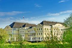 Centro de ciudad de Ekaterinburg encendido de la cuarto más grande ciudad en el representante del plenipotenciario de Rusia 2018  Imagen de archivo