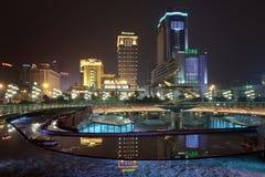Centro de ciudad en la noche, Chengdu, China Foto de archivo libre de regalías
