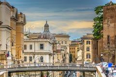 Centro de ciudad en tiempo de la puesta del sol, Roma Italia Imágenes de archivo libres de regalías