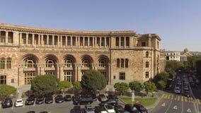 Centro de ciudad de Ereván y paisaje armenio, visión aérea hermosa almacen de metraje de vídeo