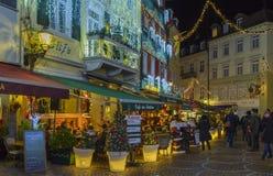Centro de ciudad histórico de Baden-Baden con las decoraciones de la Navidad Foto de archivo libre de regalías