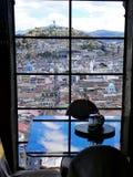 Centro de ciudad histórico de Quito, Ecuador Visión en la colina de Panecillo fotos de archivo