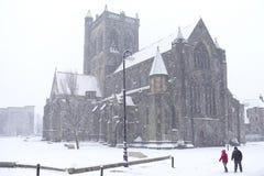 Centro de ciudad inesperado de Paisley de las nevadas pesadas Escocia foto de archivo