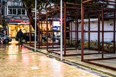 Centro de ciudad de las vacaciones de verano después de la precipitación pesada - Turquía Imagen de archivo libre de regalías