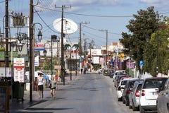 Centro de ciudad de Malia, un centro vacacional del Cretan Grecia Fotografía de archivo