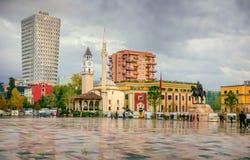 Centro de ciudad de Tirana, capital albanesa Fotos de archivo libres de regalías
