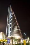 Centro de comércio de mundo na noite, Barém de Barém Fotografia de Stock Royalty Free