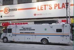 Centro de comando móvel do departamento do saneamento de New York City durante a semana do Super Bowl XLVIII perto do Times Square Imagens de Stock