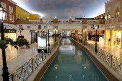 Centro de compra Doha de Villagio, Catar Imagem de Stock