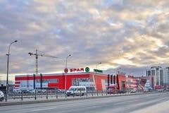 Centro de compra - SPAR a loja no coração de St Petersburg na SU fotografia de stock royalty free