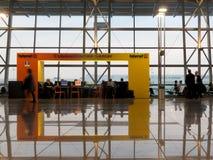 Centro de comunicación en el aeropuerto de Bruselas foto de archivo