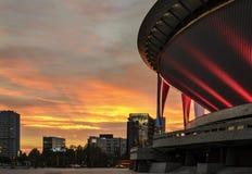 Centro de Conferencia Internacional en la puesta del sol katowice Imagenes de archivo