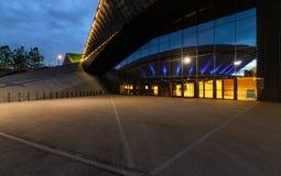 Centro de convenção internacional em Katowice com o Spodek no refle Fotografia de Stock Royalty Free