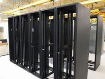 Centro de datos y estantes vacíos Foto de archivo libre de regalías