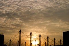 Centro de exposição de BITEC Bangna Banguecoque Tailândia no backdground no por do sol foto de stock