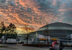 Centro de exposición de Brno en tiempo del advenimiento de la puesta del sol Fotos de archivo