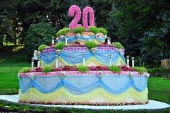 Centro de flores bajo la forma de torta Foto de archivo