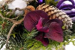 Centro de flores decorativo fotografía de archivo libre de regalías