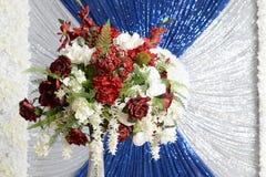Centro de flores elegante Imagen de archivo libre de regalías