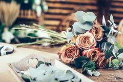 Centro de flores en ramo hermoso Foto de archivo