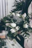 Centro de flores en ramo hermoso Foto de archivo libre de regalías