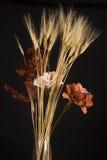 Centro de flores secado Imagenes de archivo