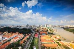 Centro de Ho Chi Minh City ao lado do rio de Saigon Imagem de Stock Royalty Free