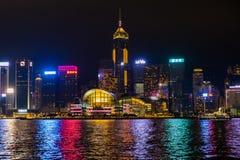 Centro de Hong Kong Convention e de exposição na noite Imagem de Stock Royalty Free