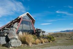 Centro de informação de Pukaki do lago, Nova Zelândia Foto de Stock Royalty Free