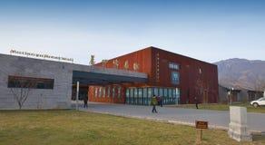 Centro de información del edificio en la pared china Imagenes de archivo