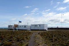 Centro de investigación en el parque de pingüinos de rey en el golfo de Inutil imagen de archivo