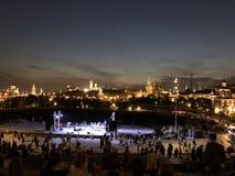 Centro de la capital rusa Moscú en la noche foto de archivo libre de regalías