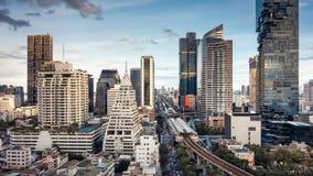 Centro de la ciudad de Bangkok y distrito financiero del negocio, skyscrap urbano imágenes de archivo libres de regalías