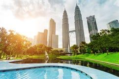 Centro de la ciudad de Kuala Lumpur en distrito de KLCC Fotografía de archivo libre de regalías