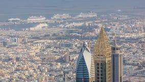 Centro de la ciudad de Dubai en el timelapse aéreo de la mañana con los rascacielos almacen de video